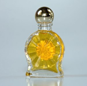 glass-perfume-bottle